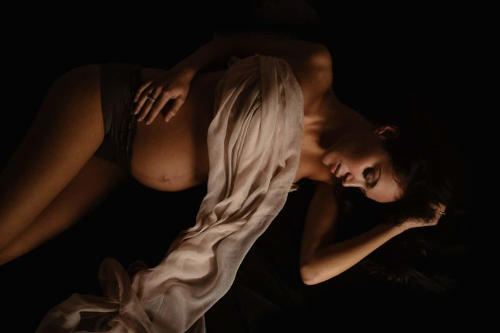 Artistic Pregnancy photos in Home, Sardinia.
