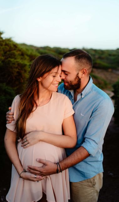 maternity photo couple in sardinia